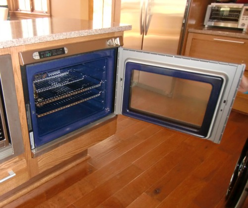 If You Are In A Wheelchair Drop Down Oven Door Is Problem Have To Reach From The Side Pull Out Pan This Difficult