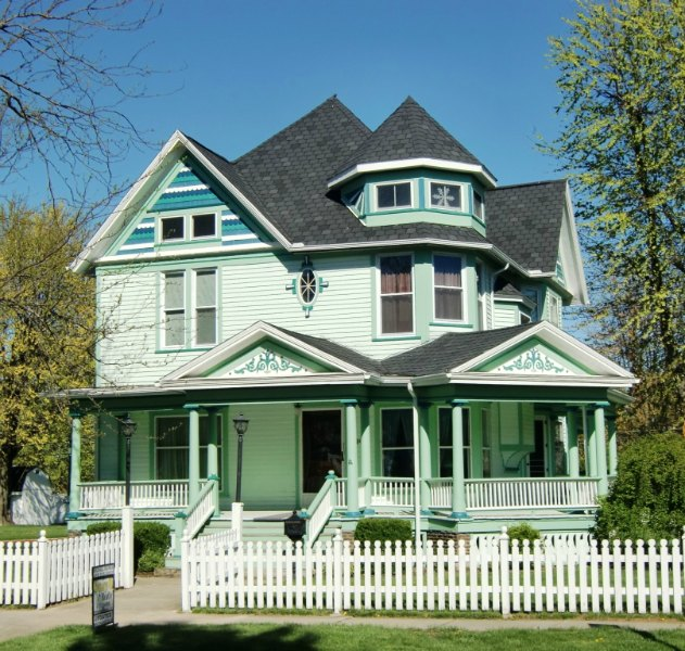 A Green Victorian Home in Ada, Ohio