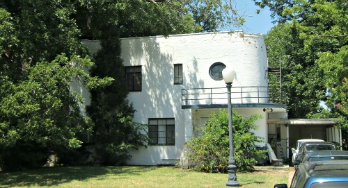 This 1933 Art Deco Home Has No Exterior Ornamentation. The Bricks Are  Painted White To