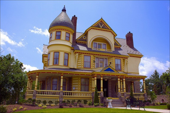 Victorian house plans and victorian style the later years for Queen anne victorian house