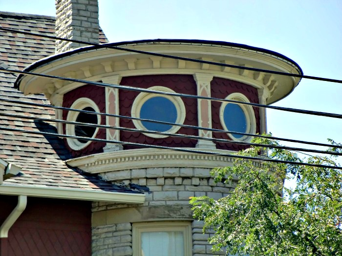 A round tower in Bowling Green, Ohio provides a lesson in the use of patterns in window architecture