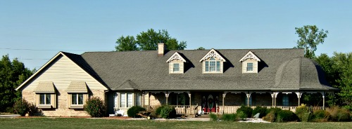 Ranch style home designs popular and convenient for Ranch house roof styles