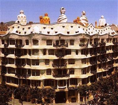 Casa Mila – Antoni Gaudi's Art Nouveau apartment block