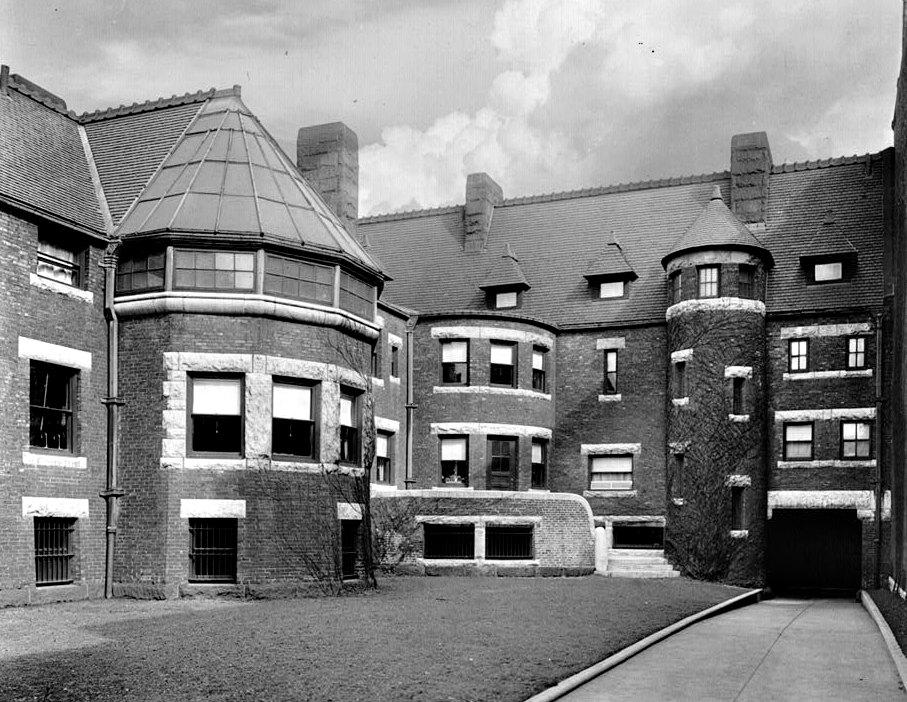 Interior court of the Glessner Mansion - Henry Hobson Richardson