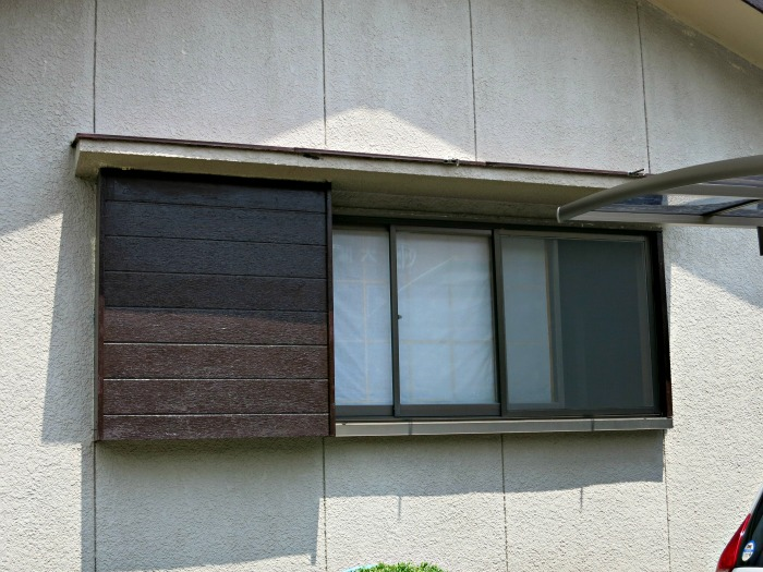 Sliding shutters are hidden behind the shutter screen on the left - this is standard for Japan houses.