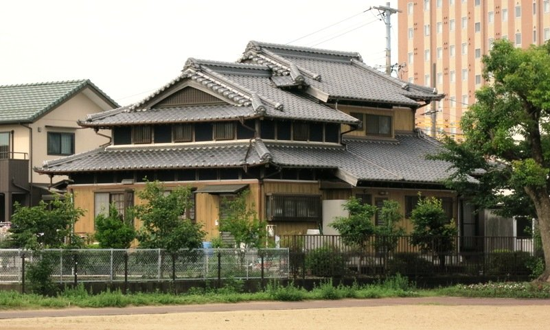 Japan houses a look at current and traditional japanese for Outer look of house design