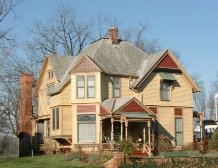 A restrained Queen Anne Victorian home in Kenton, OH