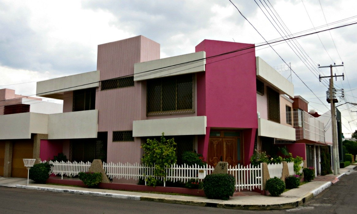 Mexican house design a look at houses in mexico for Looking for an architect to design a house