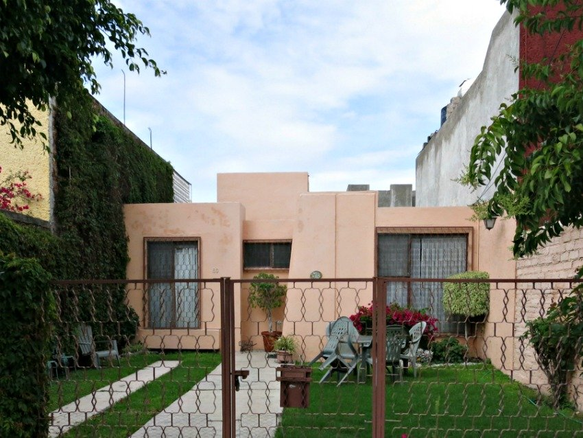 Mexican house design a look at houses in mexico for Traditional and modern houses