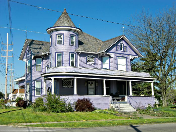 Purple Queen Anne along Highway 68 in Ohio
