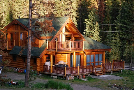 This log home in British Columbia goes well beyond being a cabin