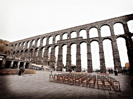 Roman Arches - Segovia Aqueduct - courtesy of Kevinpoh at Flickr - http://www.flickr.com/kevinpoh/photos/5108309189/
